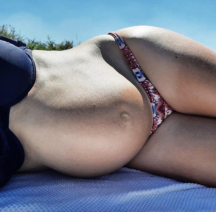 zwanger buik bikini